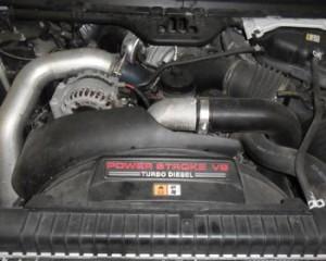 Este es el motor que los propietarios vean cuando se mira bajo el capó de la camioneta 2003 Ford Super Duty. El 7.3 fue sustituido por los 6.0 que harían su marca en el mercado del gasóleo de camiones de tamaño medio, pero no en el buen sentido.